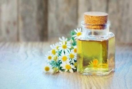 4 tehnici pentru ameliorarea durerilor articulare folosind uleiuri esenţiale