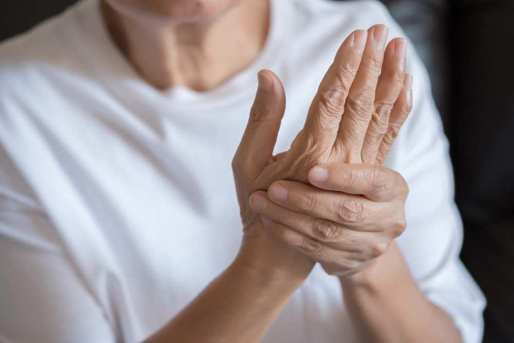 artrita pe tratamentul degetelor mari cremă pentru articulații nizhpharm