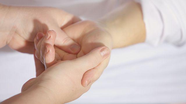 Reduce durerea în articulația degetului mare - Artroza degetului mare - simptome si tratament