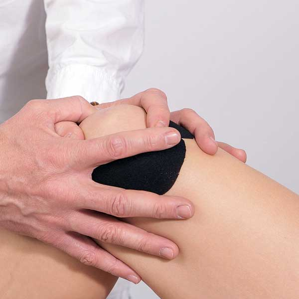 dacă face clic pe genunchi există durere