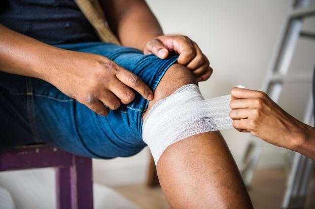Traumatism genunchi; am facut fizioterapie, gimnastica medicala si simt inca dureri