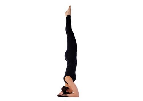 Miscarile yoga sunt benefice persoanelor care se confrunta cu artrita | Medlife