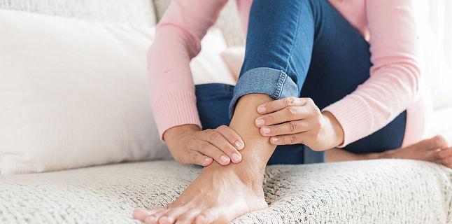 piciorul umflat și dureri articulare